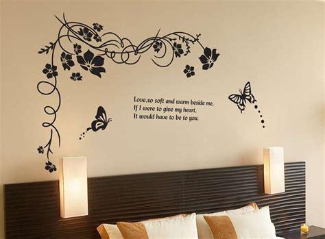 scritte su pareti interne scritte muro da letto con scritte decorative in