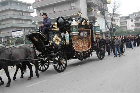 cavalli carrozze banda musicale cavalli e carrozze per i funerali di un