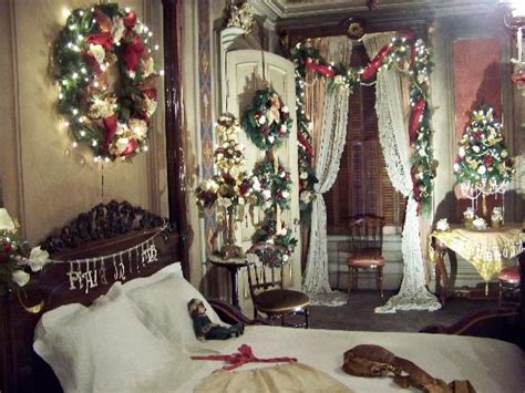 christmas bedroom the red bedroom at christmas picture of victoria mansion