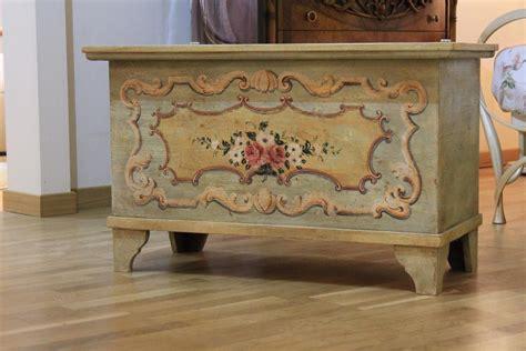 decori in legno per mobili cassapanca verde in legno con decori floreali