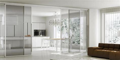 azienda di soggiorno cortina d ezzo cucina e soggiorno divisi da porte scorrevoli in vetro