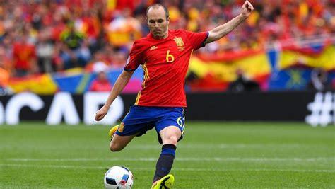 spains iniesta eyes career swansong  world cup