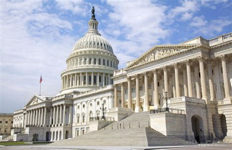 the two houses of the united states congress are what is the difference between a us senator and a us