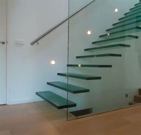 balustrade langs trap glazen trappen kenngott