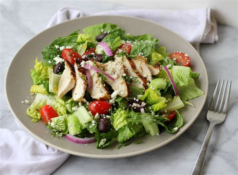 Grilled Greek Chicken Salad {paleo}   Meaningful Eats