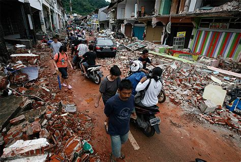 earthquake indonesia today earthquakes hit indonesia boston com