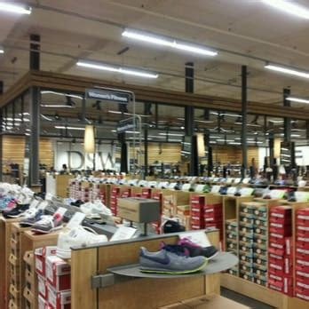 shoe warehouse dsw shoe warehouse