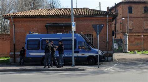 polizia di stato mantova permessi di soggiorno sgomberata l ex caserma sani denunciati i 12 occupanti