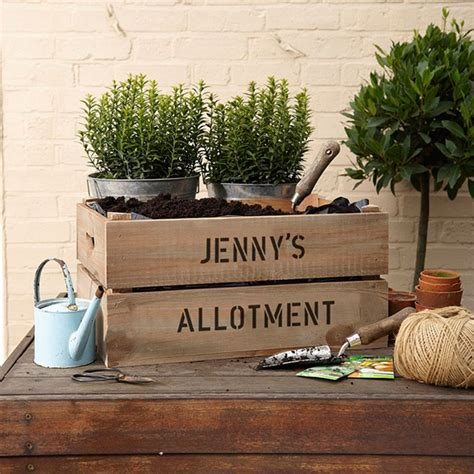 Personalised Planters by Personalised Apple Crate Planter Gettingpersonal Co Uk