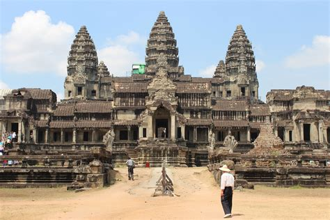 Angkur I angkor wat historical facts and pictures the history hub