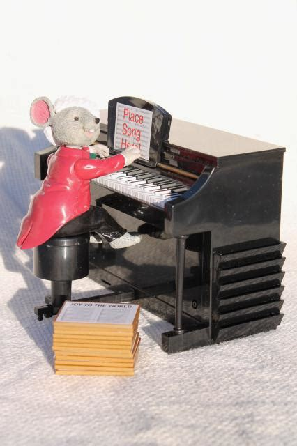 mr christmas maestro mouse music box plays piano carols