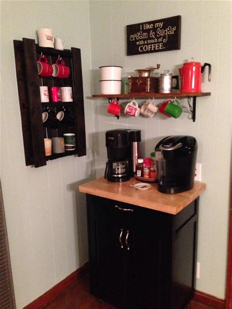 corner with cup holders coffe bar and coffee cup holder made out of a pallet