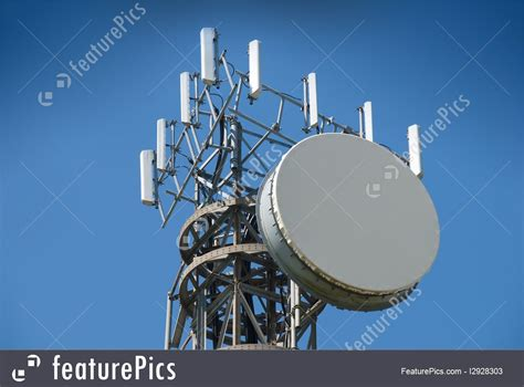 picture of antenna and cell phone tower