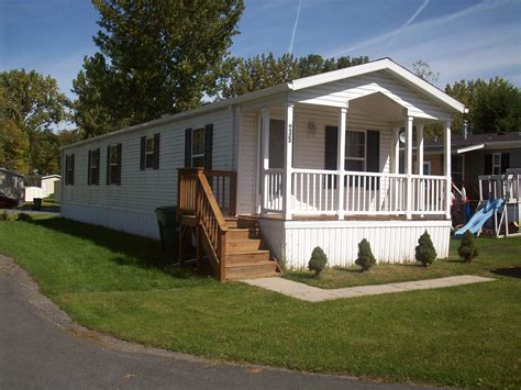 small mobile homes with porches