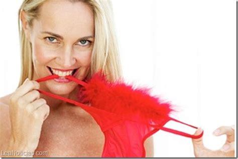 ropa interior roja las con ropa interior roja tienen m 225 s orgasmos