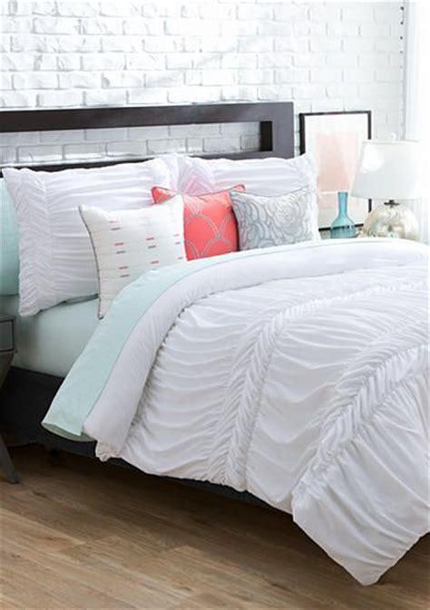 fluffy white comforter set best 25 fluffy comforter ideas on pinterest blue