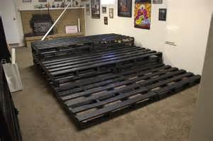 Diy Home Theater Seating Ideas Diy Pallet Home Theater 99 Pallets