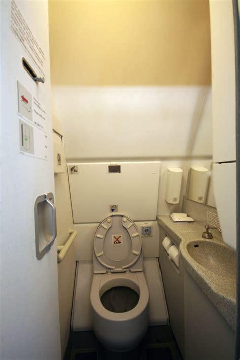 horizon airlines scolded  lack  sink  toilets
