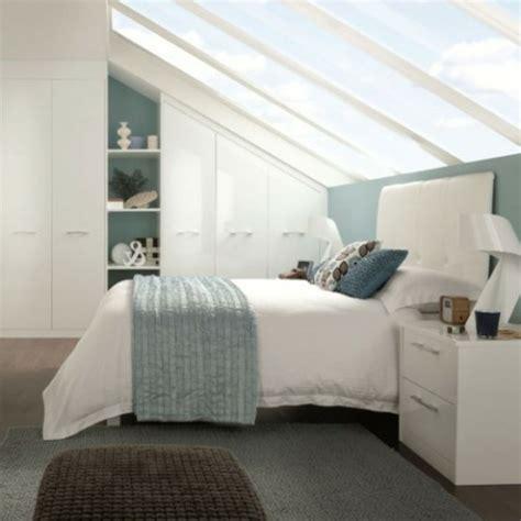 schräge im schlafzimmer gestalten gestaltung schlafzimmer mit dachschr 228 ge
