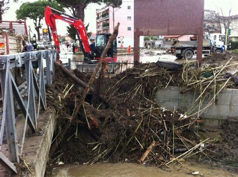 due giorni di ritardo e sensazione di bagnato alluvione da massa quot il comune di ortonovo cosa aspetta
