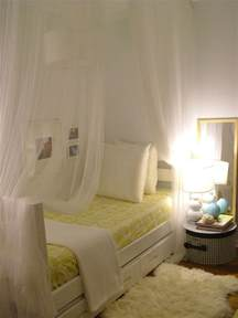 Small Bedroom Decorating Ideas Decorating A Small Bedroom How To Decorate A Really