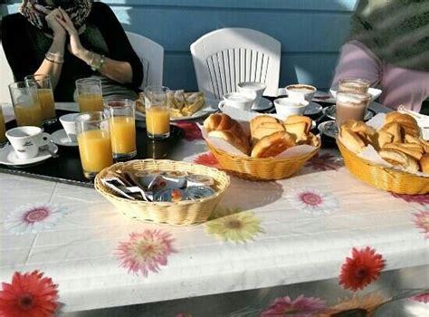 la terrazza grottammare colazione in terrazza foto di residence mareamare
