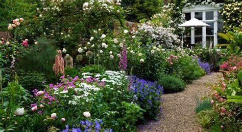 moderne trditionele tuinen traditional english border gravel garden path freshouse