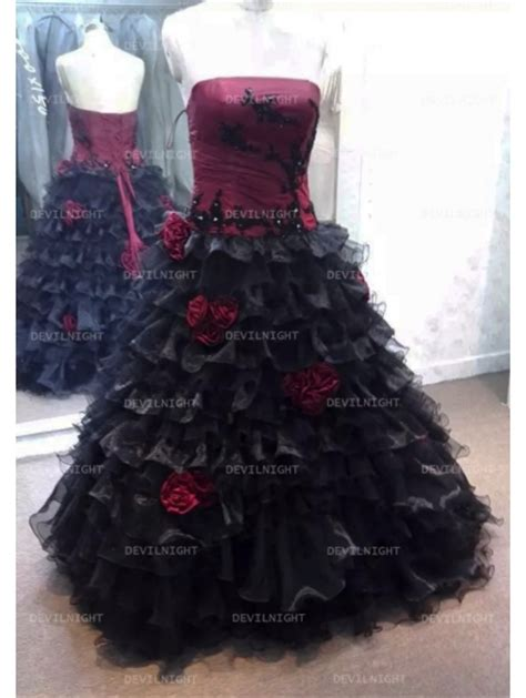 Dress Roses Black and black accents wedding dress