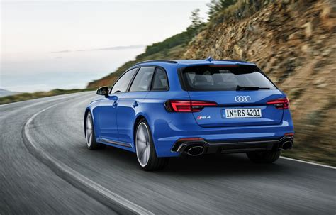new audi rs4 avant audi rs4 avant drives into frankfurt with a class