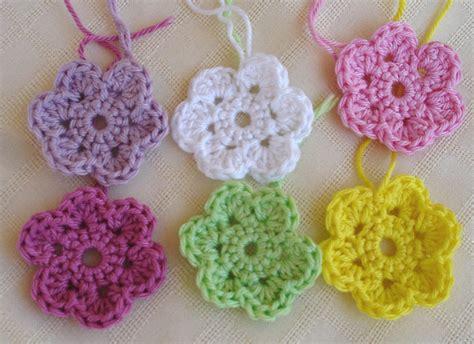free crochet flower pattern uk small crochet flowers free patterns crochet and knit