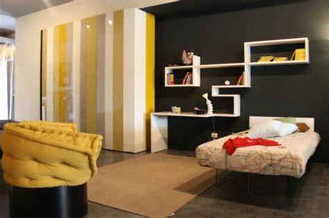 Regale Im Schlafzimmer by Schaffen Sie Intime Atmosph 228 Re Im Grauen Schlafzimmer