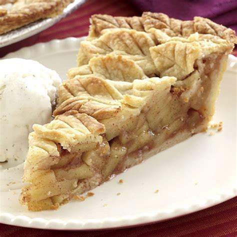 thibeault s table apple pie with leaf crust apple pie covered with leaves finecooking