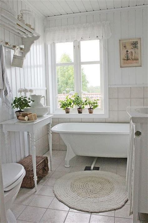 shabby chic small bathroom best 25 small cottage bathrooms ideas on