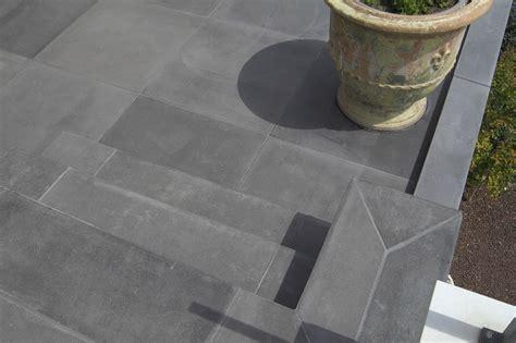 piastrelle per esterni in cemento piastrelle in cemento per esterno carrabili