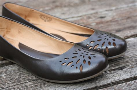 smelly flats shoes how to fix a smelly shoe iheanyi igboko s