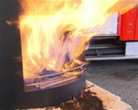 ethanol kamin gefahr bio ethanol kamin brandgef 228 hrliche deko feuerwehr gescher