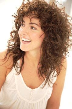 alex kingston medium length curly hair style cool curly hair 1000 ideas about medium curly haircuts on pinterest