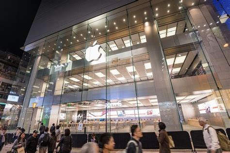apple store hong kong new year apple s new store in hong kong features a 30 foot