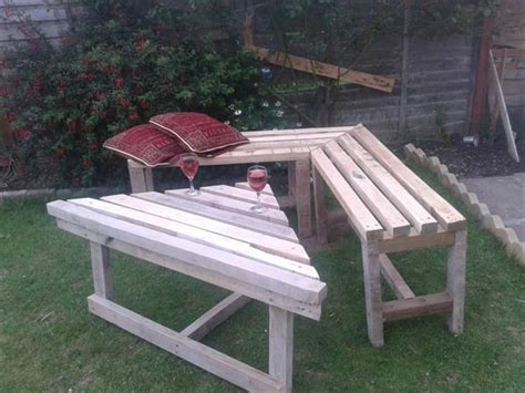 pallet corner bench pallet sectional bench and table pallet furniture plans