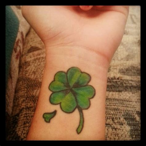 four leaf clover wrist tattoos four leaf clover tattoos