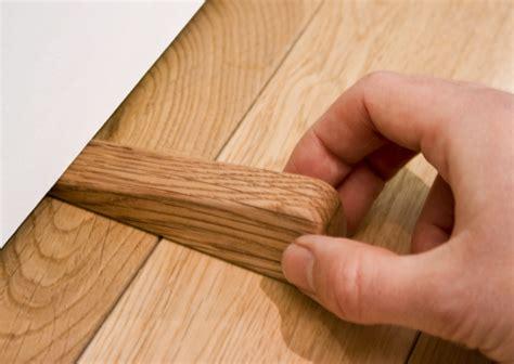 comment ouvrir une porte de chambre bloqu馥 bloque porte en bois