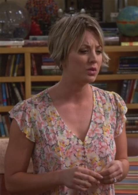 pennys hair on big bang theory top floral penny kaley cuoco big bang theory wheretoget