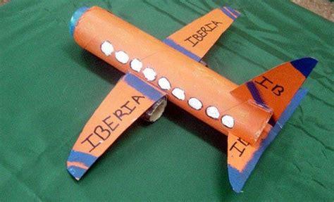 como hacer un avion de material reciclable aviones manualidades infantiles