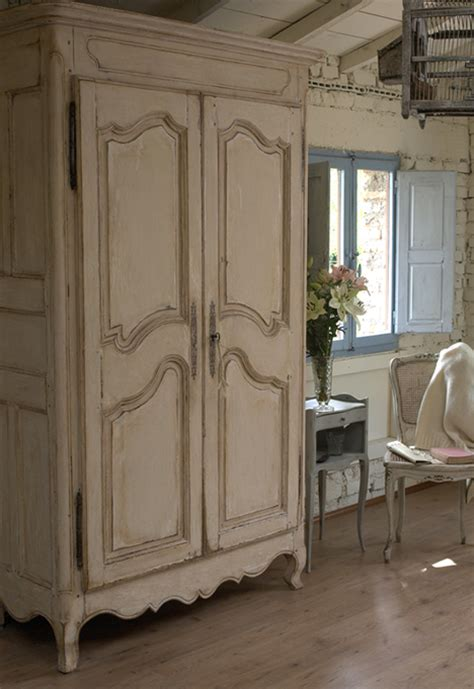 armadi in stile provenzale realizzazione e recupero mobili in stile provenzale