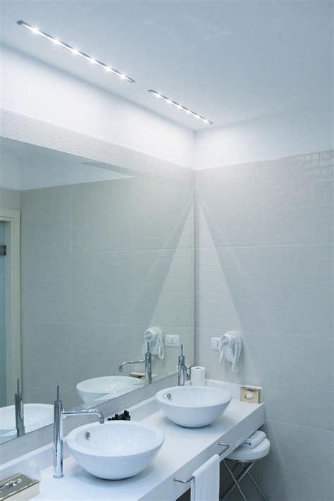 illuminazione specchio oltre 25 fantastiche idee su illuminazione specchio bagno