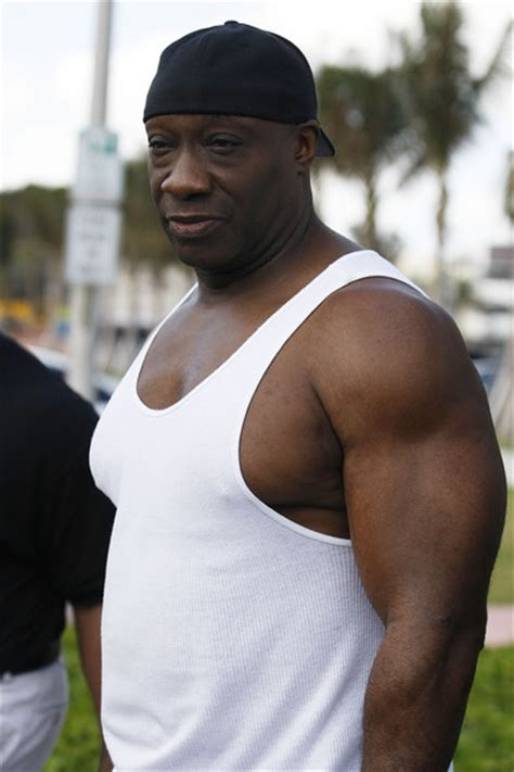 michael clarke duncan bench press this is ben he has a hat aww