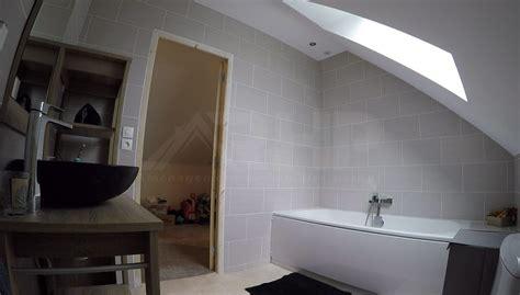 salle de bain comble 1493 am 233 nagement d un comble 224 fermettes am 233 ricaines en w bois