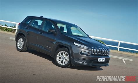 sports jeep cherokee 2014 jeep grand cherokee srt photos and info news car