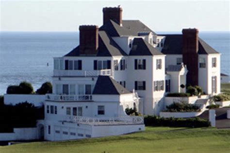 swift house movers taylor swift buys 17 million rhode island mansion in cash