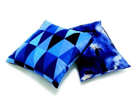 coussins bleus collection ikea 2011 vague bleue ikeaddict
